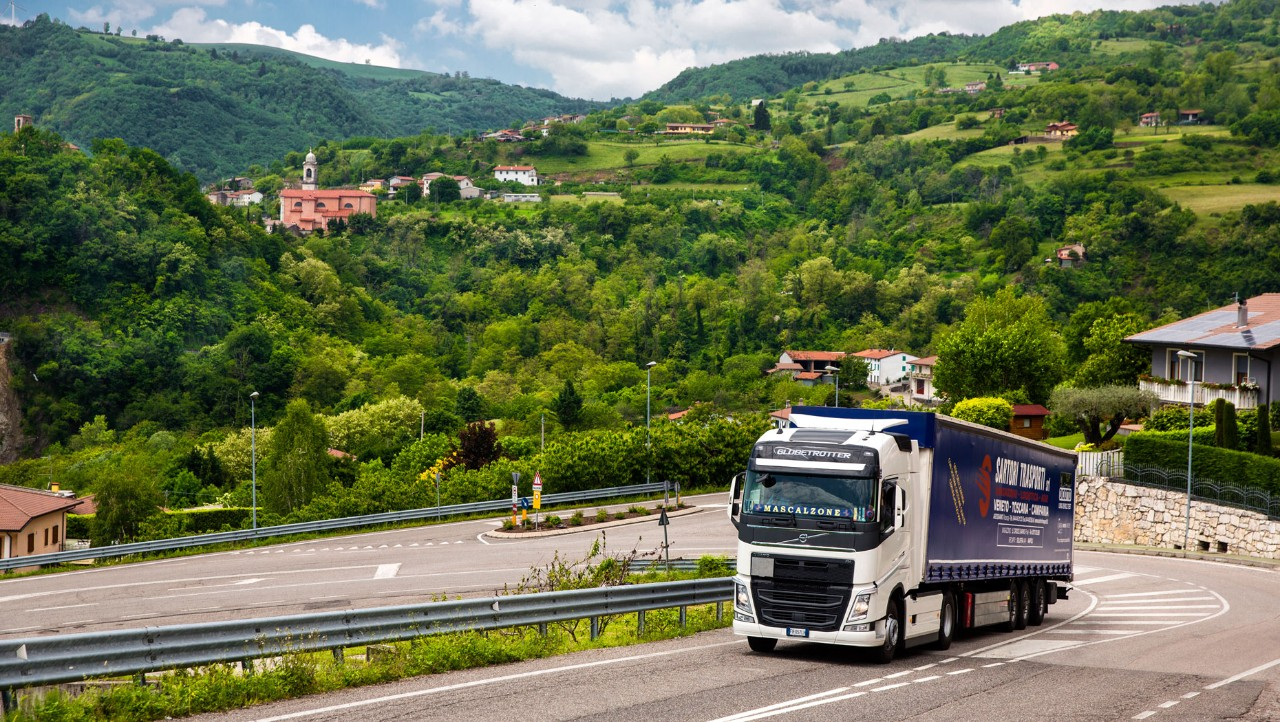 Sartori Trasporti has noticed considerable fuel savings using I-Shift Dual Clutch when driving in hilly areas. The Dual Clutch is at its best here because with the quick, nimble gear changes, engine speed is not lost.