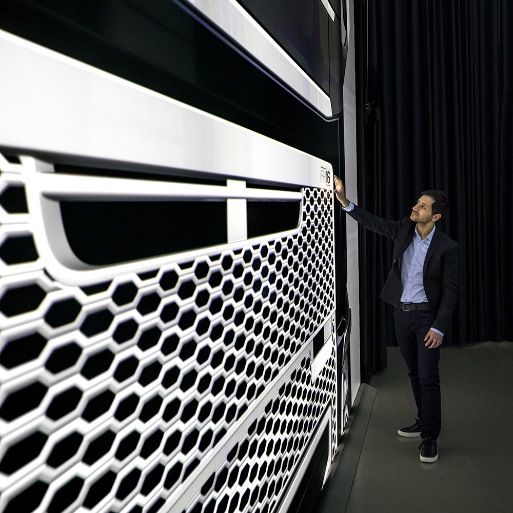 Volvo FH16 grille